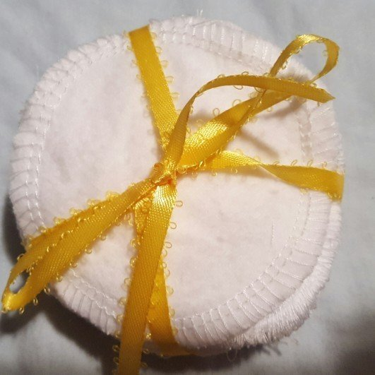 Cotton rounds tutorial image reusable cotton facial rounds tied with a ribbon as an eco-friendly zero waste gift