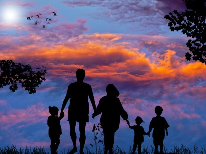 family of five taking a walk Make Traveling With A Large Family A Breeze: 6 Ideas That Work! / Large Family Road Trip Tips / Vacationing With A Large Family