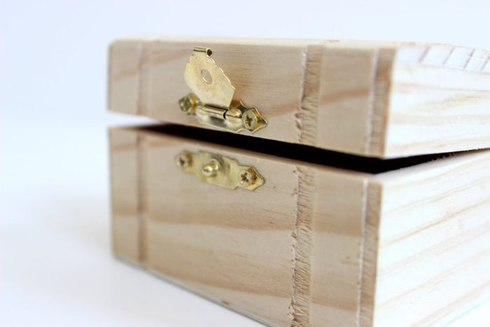 a wooden box with metal latch what features make up an ideal home