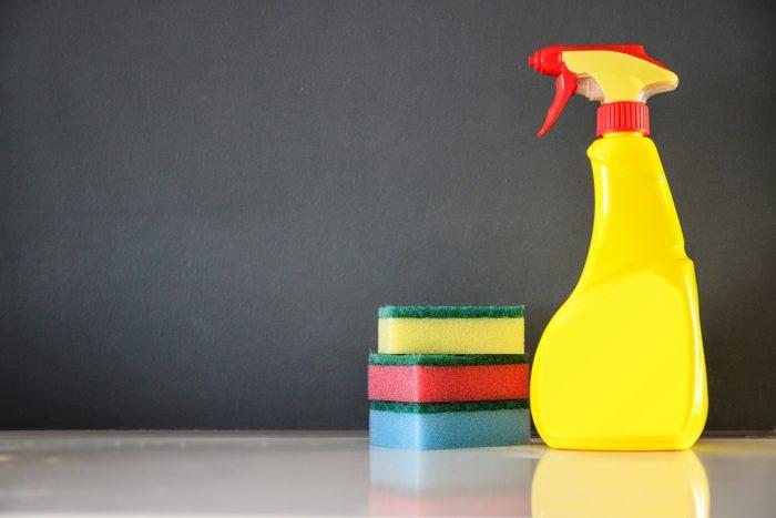 spring cleaning sponges spray bottle