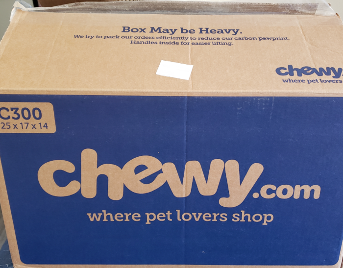 Honest chewy review shipping box chewy logo and blue theme color