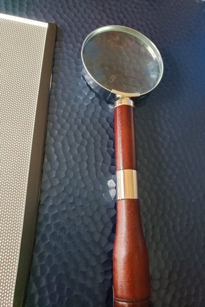 Diamond painting tutorial wood handled magnifying glass to better see canvas key code