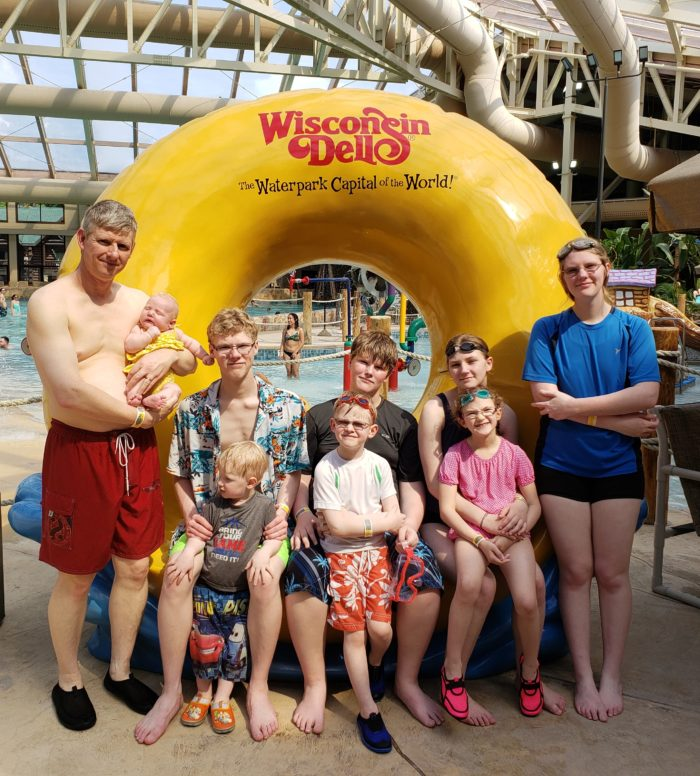 Frugal tips to try this summer large family at a waterpark in Wisconsin Dells