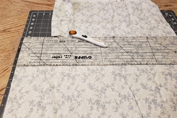 DIY potato bag cutting the cotton fabric to the right size with rotary cutter mat and ruler